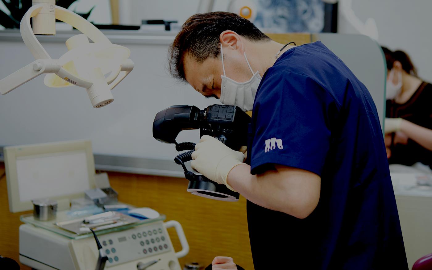 口腔内の撮影を行い、患者様の状態を正しく把握します。: